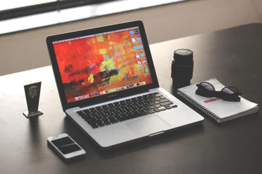 macbookpro-laptop-work-desk-apple-technology-office