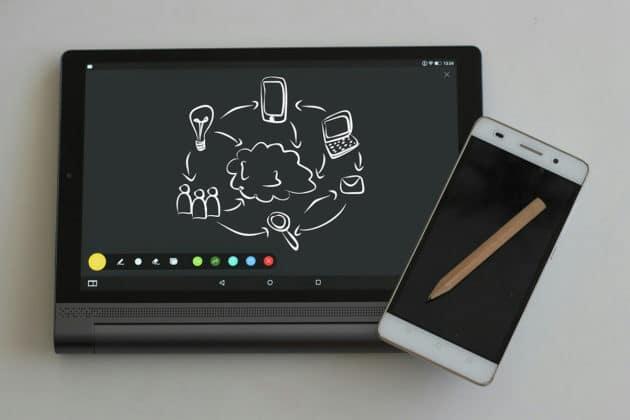 touchscreen-mobile-ipad-smartphone-app-internet