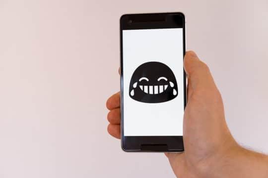 mobile-smartphone-sms-marketing-chat-emoticon-emoji