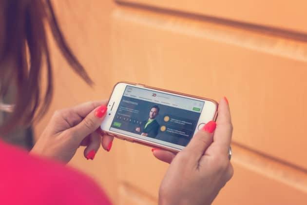 smartphone-mobile-commerce-gadget-internet-marketing-technology