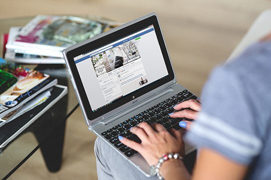 acer-facebook-internet-laptop-notebook-technology-typing-website-writer-writing
