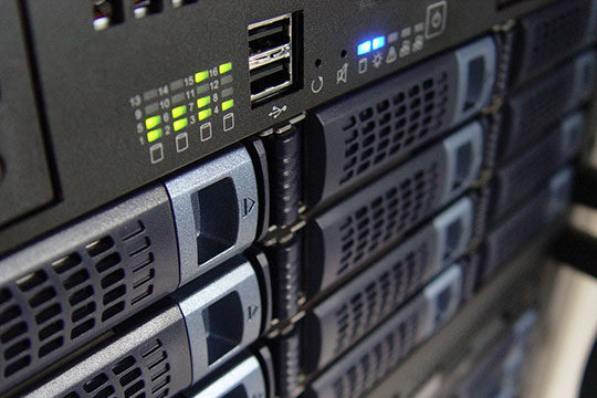 technology-computer-servers-hosting
