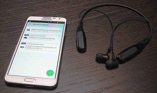 bluetooth-earphone-headphone-earbud