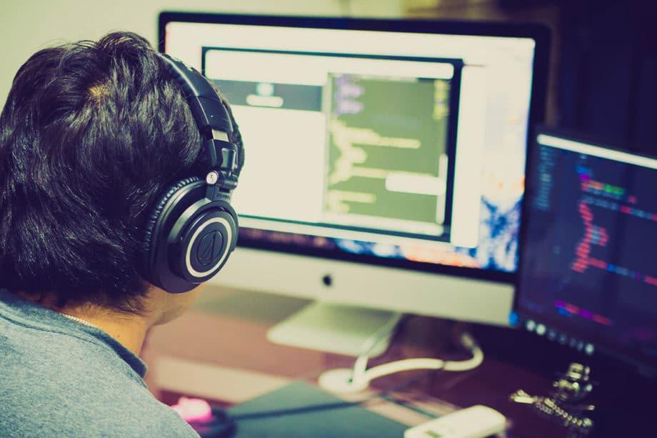 computer-work-headphone-game-desktop
