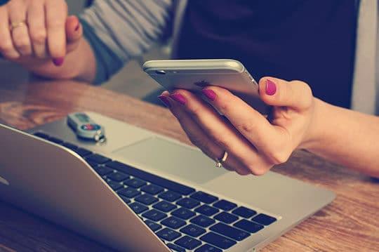office-desk-laptop-mobile-phone-plan-app