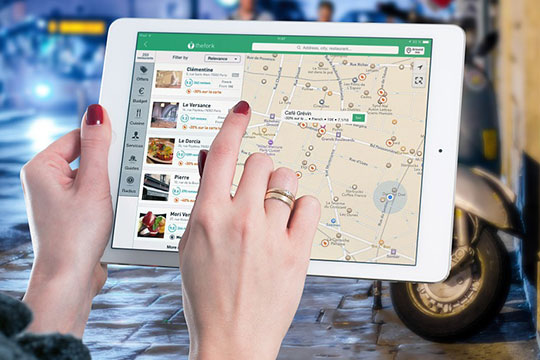 tablet-mobile-map-review-developing-travel-app