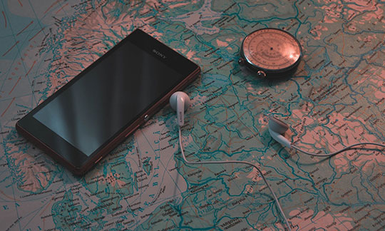 smartphone-music-sony-travel-gps-use-geomarketing-increase-conversions