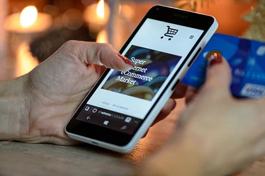 internet-online-shopping-smartphone--technology-ecommerce-credit-card