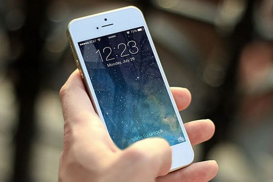 apple-iphone-mobile-smartphone-technology