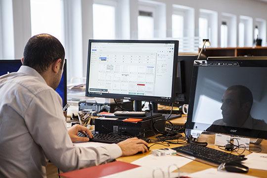 business-commerce-computer-data-desk-internet-officetechnology-work