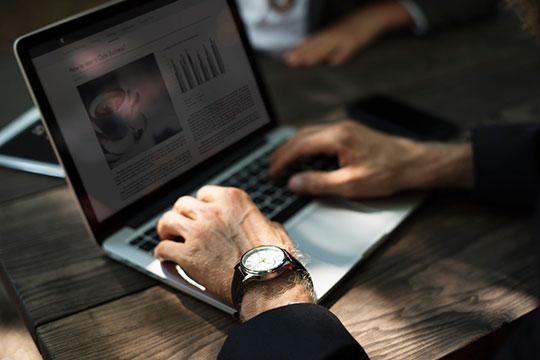 business-commerce-desk-laptop-macbook-online-table-website-work-write - Enterprise SEO