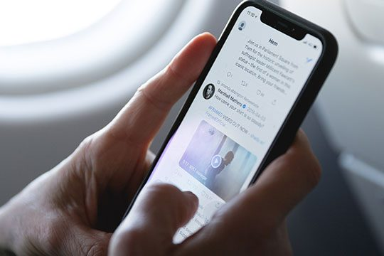 Twitter-Smartphone-Mobile-Tweet-iPhone-App-Social-Video