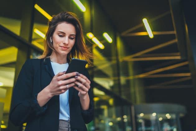 mobile-smartphone-marketing-chat-social-media