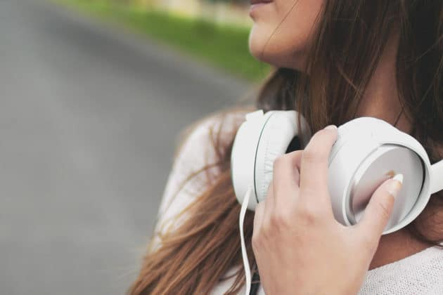 music-headphone-listen-audio-over-ear-sound