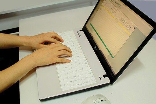 computer-work-laptop-document-editor-desk-office