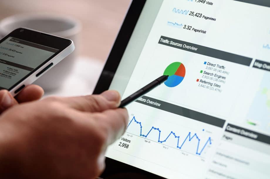 digital-marketing-seo-tablet-smartphone-advertising-analysis-stylus