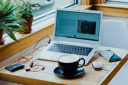 Laptop-Macbook-Tech-Desk-Work-Content-Writing