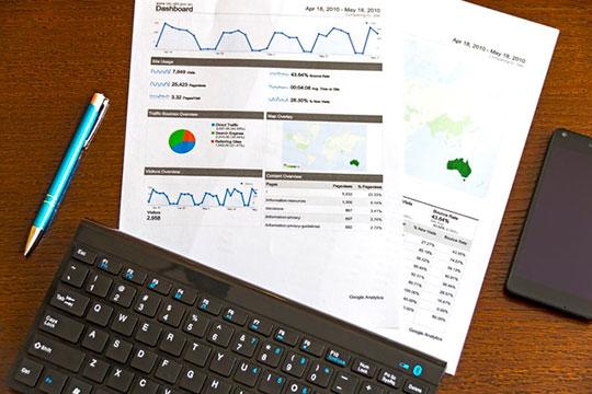 desk-graph-chart-analysis-research-plan