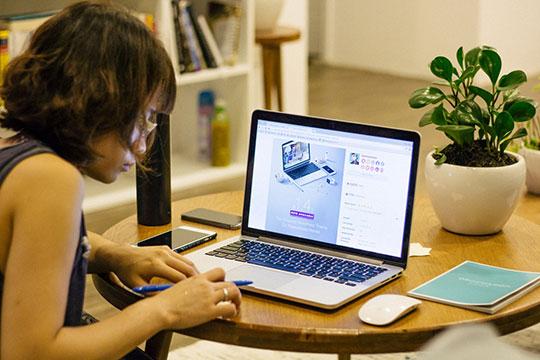 business-desk-job-learn-macbook-office-work-study