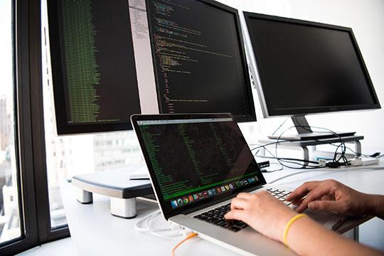technology-desk-work-office-computer-programming-PyCharm-Python-Programmer