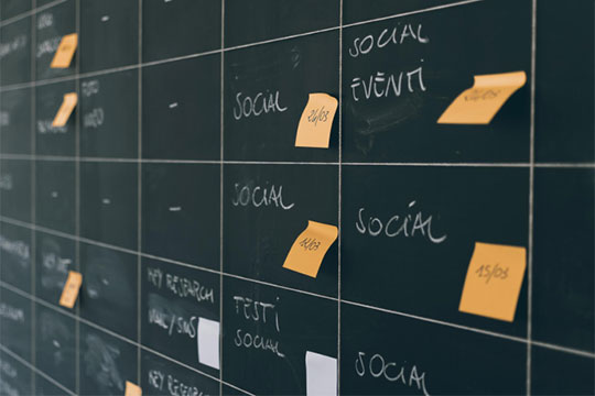 social-media-note-board-pin-post-schedule