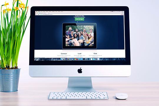 Screen-Monitor-Computer-Work-Digital-Office-Desk-Internet-Website-Apple