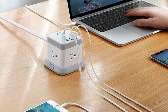 BESTEK 3-Outlet Vertical Cube Mountable Power Strip 4 USB Ports - 1