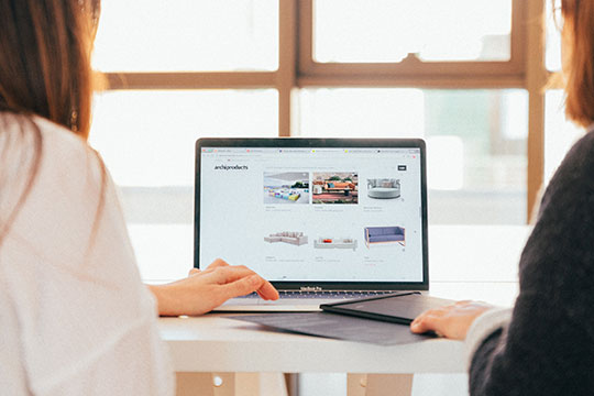business-custom-web-design-development-work-desk-team-office