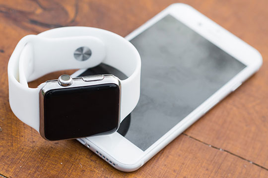iphone-iwatch-smartphone-smartwatch-apple-technology-fitness