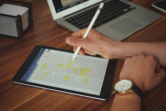 internet-work-office-desk-technology-tablet-computer-ipad-apple-writing