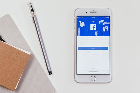 facebook-social-media-smartphone-mobile-marketing