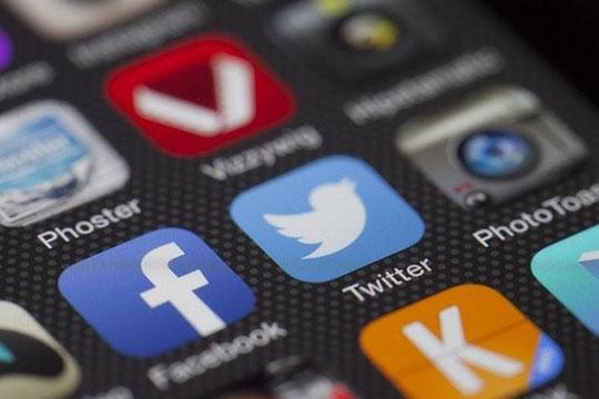 social-media-facebook-twitter