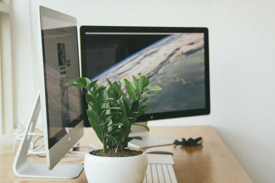 workplace-desktop-computer-office-mac-business