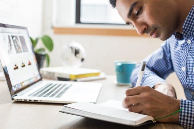 work-desk-learn-technology-education-note