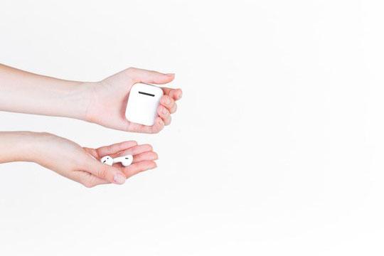 sound-improvement-technology-headphone-earpods-smart-gadgets-change-future-education