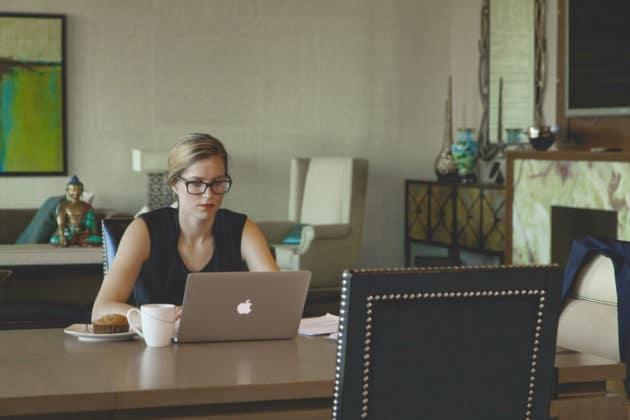 work-office-desk-developer-designer-apple-macbook-remote