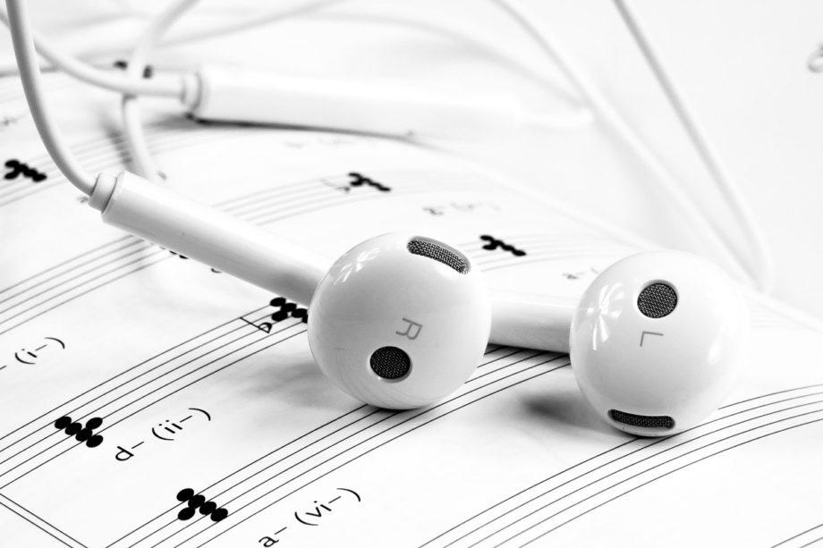 earphones-music-headphones-song-listen