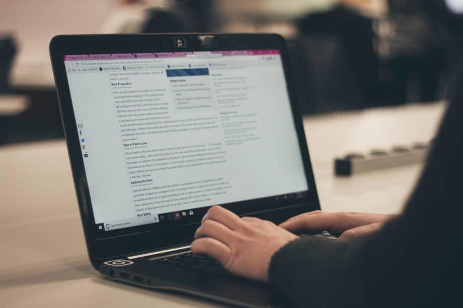 laptop-desk-work-office-writing-research-internet