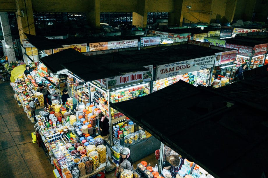 shopping-market-physical-store-commerce