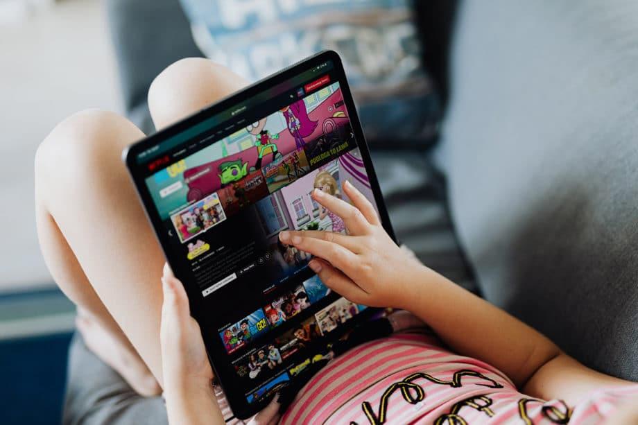 electronics-entertainment-internet-apple-ipad-netflix-streaming-app-tablet-technology