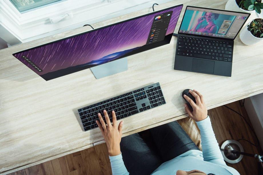 desktop-computer-laptop-work-office