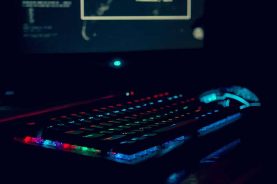 gaming-desktop-computer-keyboard-mouse