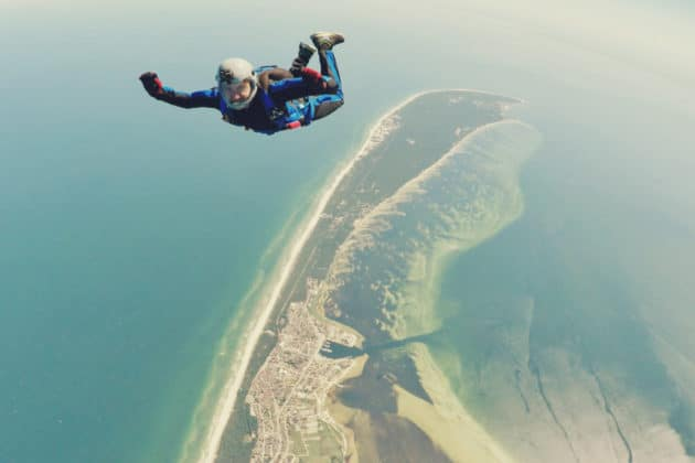 sports-action-video-camera-skydiving-footage-shoot